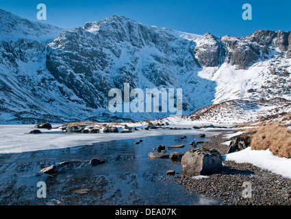 Llyn Idwal in Winter backed by The Devils Kitchen and Glyder Fawr, Cwm Idwal, Snowdonia National Park, North Wales, - Stock Photo