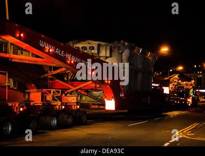 Glasgow, Scotland, UK. 14th Sep, 2013. Transportation of 175tonnes of High Voltage Transformer through the streets - Stock Photo