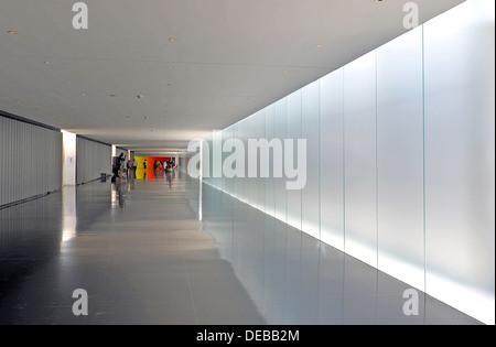 Israel Museum, Jerusalem, entrance walkway - Stock Photo
