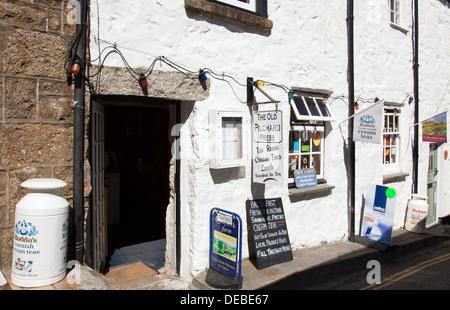 The Old Pilchard Press tea room, Mousehole, Cornwall, England, U.K. - Stock Photo