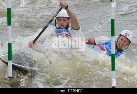 Prague, Czech Republic. 15th Sep, 2013. Poland´s Piotr Szczepanski and Marcin Pochwala compete in the final of the - Stock Photo