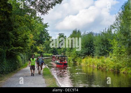 Horse drawn boat trip on the Llangollen Canal, Llangollen, Denbighshire, Wales, UK - Stock Photo