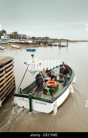 The National trust ferry leaving Orford village quay taking people to Orford Ness, Suffolk, UK - Stock Photo