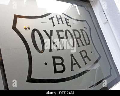 Oxford Bar Window. The public house situated on Young Street, in the New Town of Edinburgh, Scotland. Rebus's local - Stock Photo