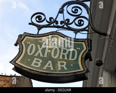 Sign at the Oxford Bar. A public house situated on Young Street, in the New Town of Edinburgh, Scotland. Insp' Rebus's - Stock Photo