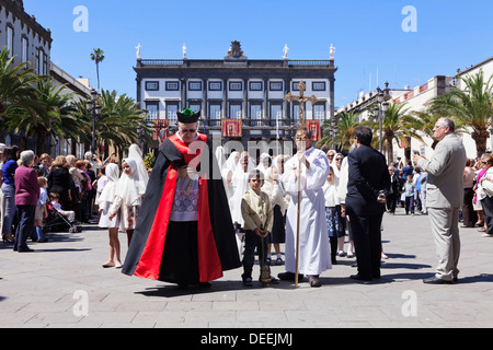las palmas de gran canaria single catholic girls Information about gran canaria,  now the city of las palmas de gran canaria,  the influx of settlers on land colonised by the catholic monarchs resulted in a .