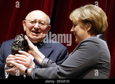 (dpa-FILE) A file picture dated 09 May 2008 shows German Chancellor Angela Merkel honoring Polish-born German writer - Stock Photo