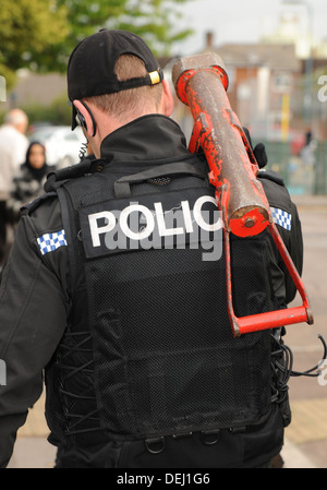 A British police SWAT team member following a house entry. REAL POLICE INCIDENT - Stock Photo