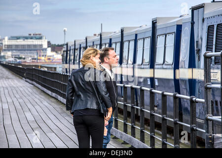 Actress Clare Sweeney and Actor John Thomson Walking on Southend Pier - Stock Photo