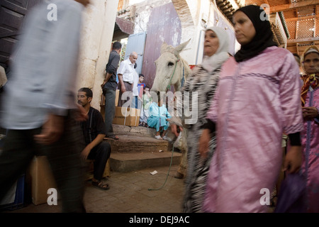 Busy souk on Talaa Kebira, Fez - Stock Photo