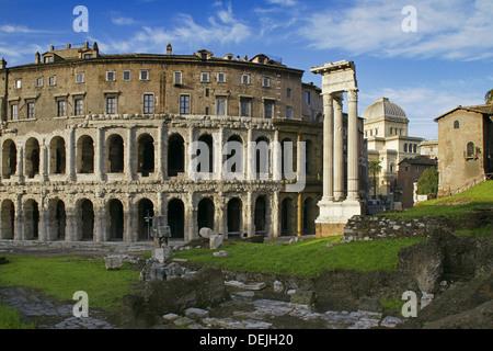 Italy. Rome. Theatre of Marcellus (left) and Temple of Apollo Sosianus (right) - Stock Photo