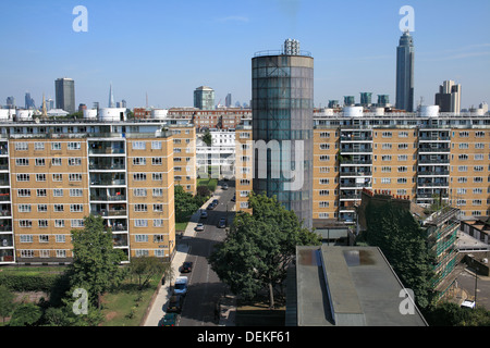 The distinctive round Accumulator Tower of the Churchill Gardens estate district heating scheme, Pimlico, London. - Stock Photo