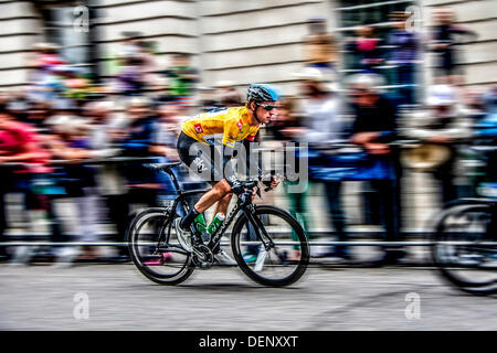 London, UK. 22nd Sep, 2013. Sir Bradley Wiggins, 33, races to victory on the final stage, in London, on the 10th - Stock Photo
