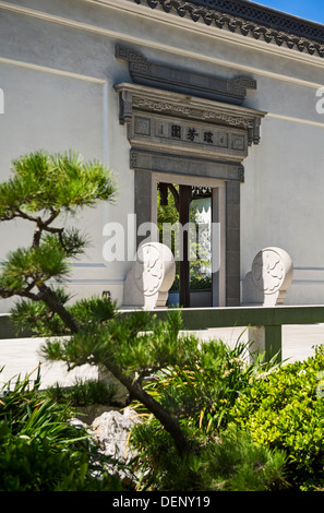 Entrance door to the Chinese Garden of the Huntington Library and Botanical Gardens. - Stock Photo