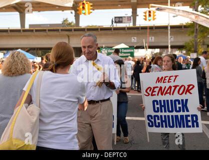 Bellmore, New York, U.S. 22nd September 2013. U.S. Senator CHARLES 'CHUCK' SCHUMER  (Democrat), running for re-election - Stock Photo