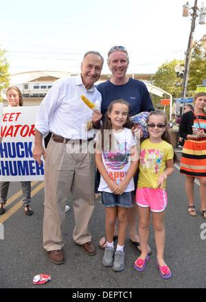 Bellmore, New York, U.S. 22nd September 2013. U.S. Senator CHARLES 'CHUCK' SCHUMER  (Democrat), poses with GLEN - Stock Photo