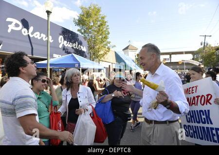 Bellmore, New York, U.S. 22nd September 2013. U.S. Senator CHARLES 'CHUCK' SCHUMER  (Democrat - New York), running - Stock Photo