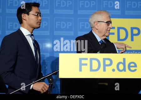 Berlin, Germany. 23rd Sep, 2013. German Economy Minister Philipp Roesler (FDP, L) and FDP faction leader Rainer - Stock Photo