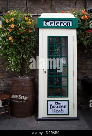 Original An Post Telephone Kiosk, The Brazen Head pub, Lower Bridge Street, Dublin City, Ireland - Stock Photo