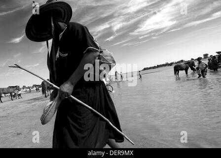 People waiting the ferryboat, Djenne, Mali - Stock Photo