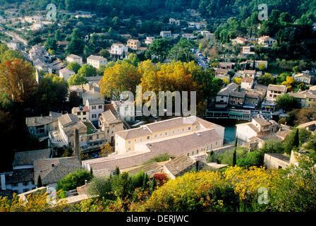 The village of Fontaine de Vaucluse 84 Luberon PACA France Europe - Stock Photo