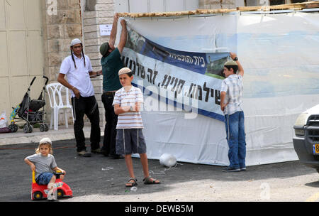 Hebron, West Bank, Palestinian Territory. 24th Sep, 2013. Israeli settlers put up a poster reading in Hebrew: ''We - Stock Photo