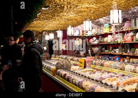 Famous Christmas market in Nuremberg in the evening. Abendstimmung auf dem  Nürnberger Weihnachtsmarkt - Stock Photo