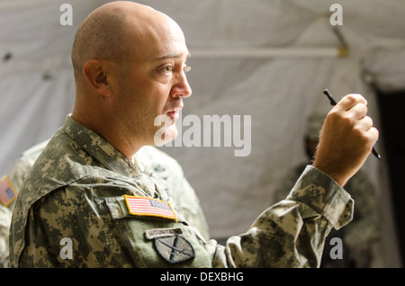 Staff members of the 48th Infantry Brigade Combat Team update the brigade commander, Col. Randall V. Simmons Jr., - Stock Photo