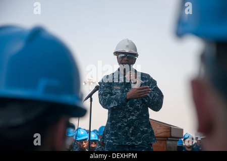 Commander, Expeditionary Strike Group 3 Rear Adm. Frank L. Ponds addresses the crew of amphibious assault ship USS - Stock Photo
