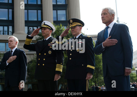 Secretary of Defense Chuck Hagel and Chairman of the Joint Chiefs of Staff Gen. Martin Dempsey stand with Chief - Stock Photo