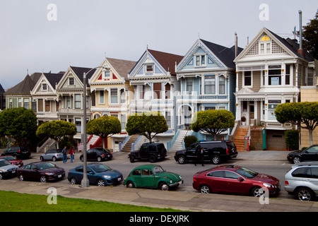 Famous row of houses at steiner street alamo square in san for Steiner street