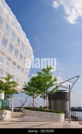 Modern office Building, Unilever's German headquarters on Grasbrook, Hafencity district, Hamburg - Stock Photo