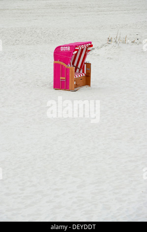 Pink beach chair, Norddorf, Amrum, North Frisian Islands, Schleswig-Holstein - Stock Photo