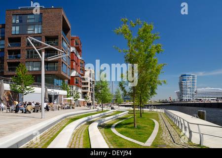 Dalmannkai Promenade and modern architecture on Kaiserkai quay in HafenCity, Hamburg - Stock Photo