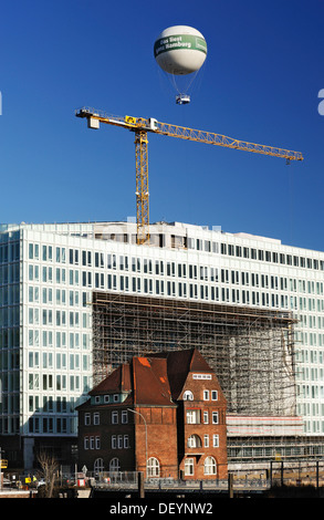 Historic brick house in front of the newly built headquarters of the Spiegel publishing house on the Ericusspitze - Stock Photo
