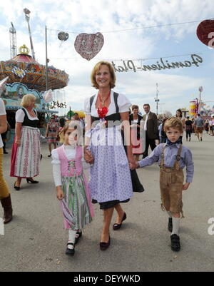 Munich, Germany. 25th Sep, 2013. Karin Seehofer, the wife of the Premier of Bavaria, walks with children that are - Stock Photo