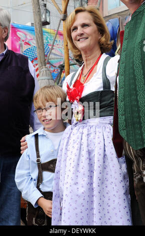 Munich, Germany. 25th Sep, 2013. Karin Seehofer, the wife of the Premier of Bavaria, photographed with children - Stock Photo