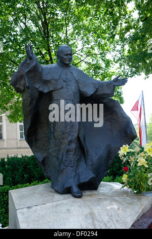 Monument to Pope John Paul II, 1920-2005, next to the Cathedral of Saints Peter and Paul, Poznán, Poland, Europe - Stock Photo