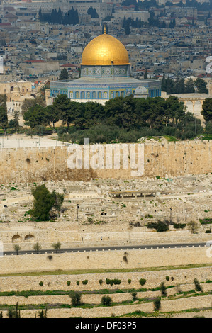 View from the Mount of Olives over the Jewish cemetery on the Dome of the Rock on the Temple Mount in the Old City - Stock Photo