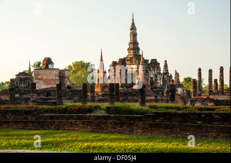 Chedi, Wat Mahathat temple, Sukhothai Historical Park, UNESCO World Heritage site, Northern Thailand, Thailand, - Stock Photo