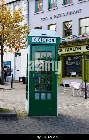 telefon old irish green telephone box westport county mayo republic of ireland - Stock Photo