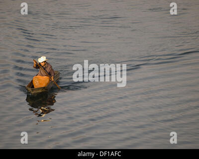 Fishermen at work on Lake Atitlan in Santiago Atitlan, Solola, Guatemala - Stock Photo