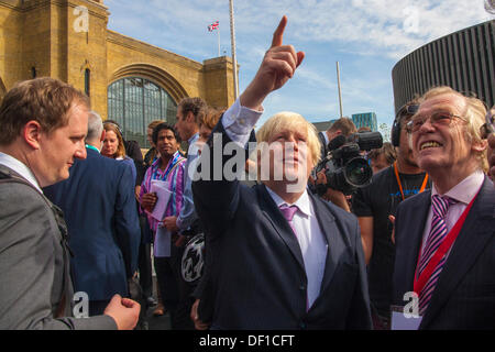 London, UK. 26th Sep, 2013. London Mayor Boris Johnson at the official opening of Kings Cross Square following the - Stock Photo