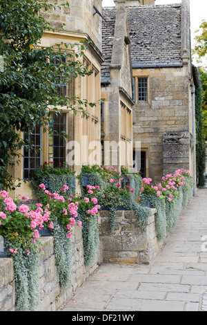 Stone cottages in the small market town of Chipping Campden  Cotswold district of Gloucestershire, England - Stock Photo