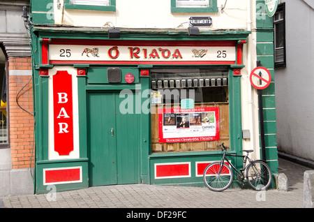 Kilkenny Ireland colorful Irish pub with bicycle leaning against pub wall - Stock Photo