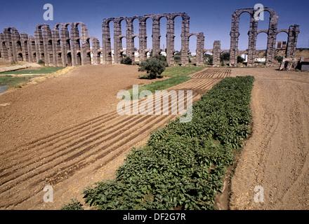 Acueducto de los Milagros, roman aqueduct in Merida. Badajoz province. Spain. - Stock Photo