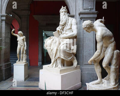 Escultura clásica. Academia de San Carlos. Ciudad de México. - Stock Photo
