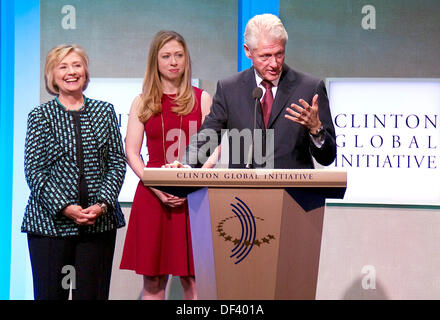 Election Eve Prayer >> Hillary Clinton, Chelsea Clinton, Bill Clinton and former wife of Stock Photo, Royalty Free ...