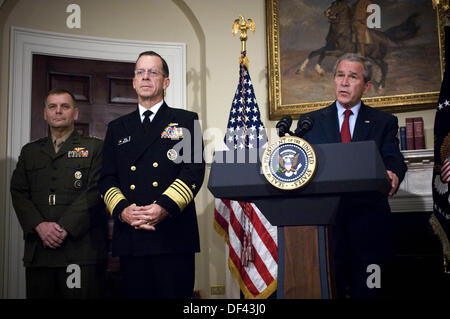 United States President George W. Bush (right) announces the nomination of Admiral Mike Mullen (2nd from left), - Stock Photo