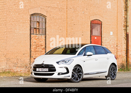 citroen ds5 sport chic hybrid4 airdream stock photo 60947431 alamy. Black Bedroom Furniture Sets. Home Design Ideas